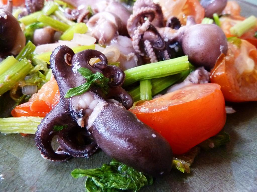 baby octopus celery tomato