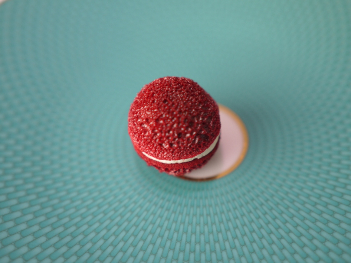 aerated beetroot macaroon